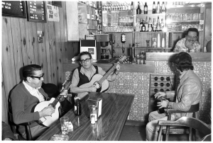Patrons playing guitar at the Blue Wall Cafe on Augusta Ave, Kensington Market, 1980. Photo by Gilberto Prioste.
