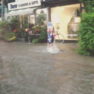 Flooding on Dundas Street at Shaw. Photo tweeted by @CHUMFM.