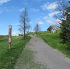 The John Rowswell Hub Trail at the entrance to the Fort Creek Conservation Area, showing the 18.0 km marker post. © NORDIK Institute, 2015.