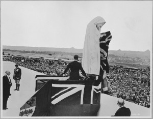 H.M. King Edward VIII unveiling the figure of Canada on the Vimy Ridge Memorial. (Library and Archives Canada)