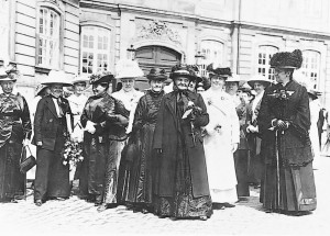 danish_women_thank_the_king_1915