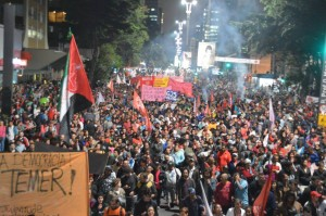 The Homeless Workers' Movement (MTST) leads a 30,000 strong demonstration in São Paulo against the interim Temer government, May 12, 2016. Leon Cunha, MTST.