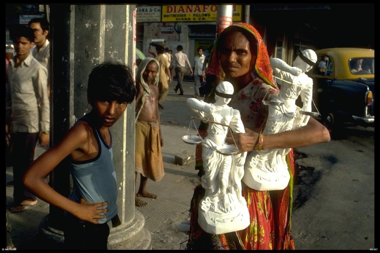 Development Exhibit ID Number: 468-907 Slide #: 468-53-06 Date:1986 Street scene, Calcutta, India. (c)Global Affairs Canada/David Barbour